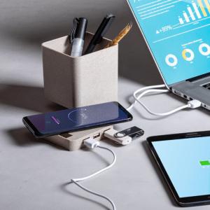 Porte-stylo multi-fonction 4 en 1 : porte-stylo, support pour smartphone, chargeur sans fil et port USB